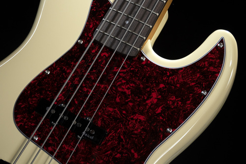 JMFJB80RAVW-strings-dark background
